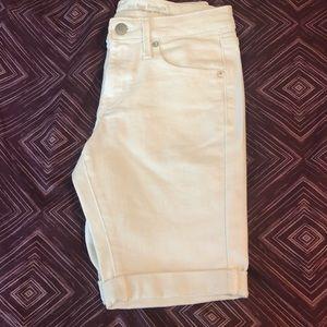 Juniors Mossimo White Bermuda Shorts, NWOT, 0/R